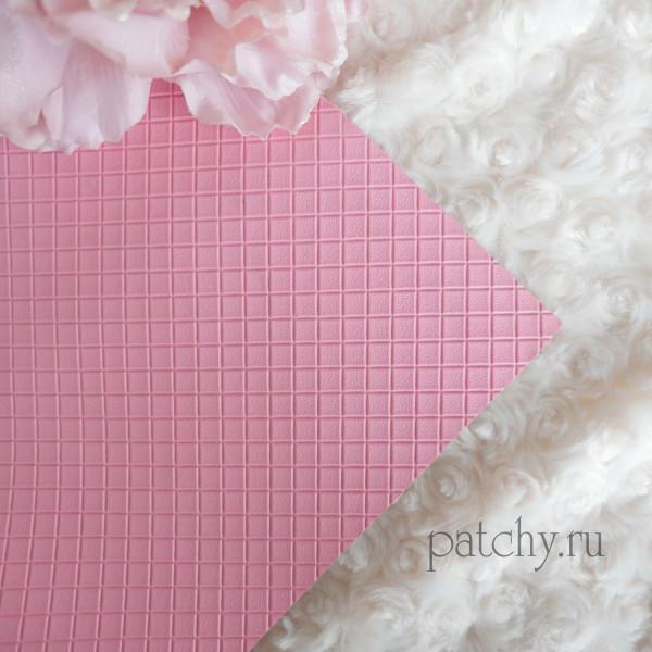 Кожзам в квадратик розовый