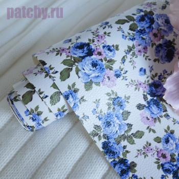 Кожзам голубые цветы на белом