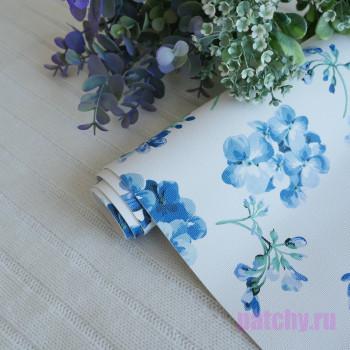 Кожзам синие цветы на белом