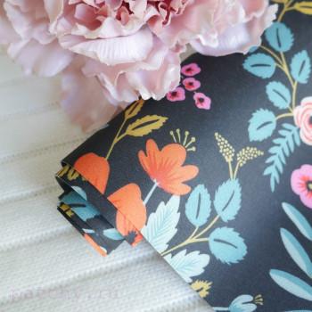 Цветы на черном шелке
