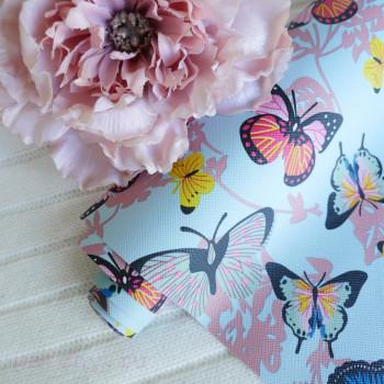 Кожзам разноцветные бабочки на голубом