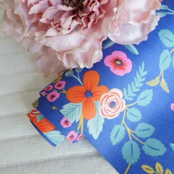 Цветы на синем шелке